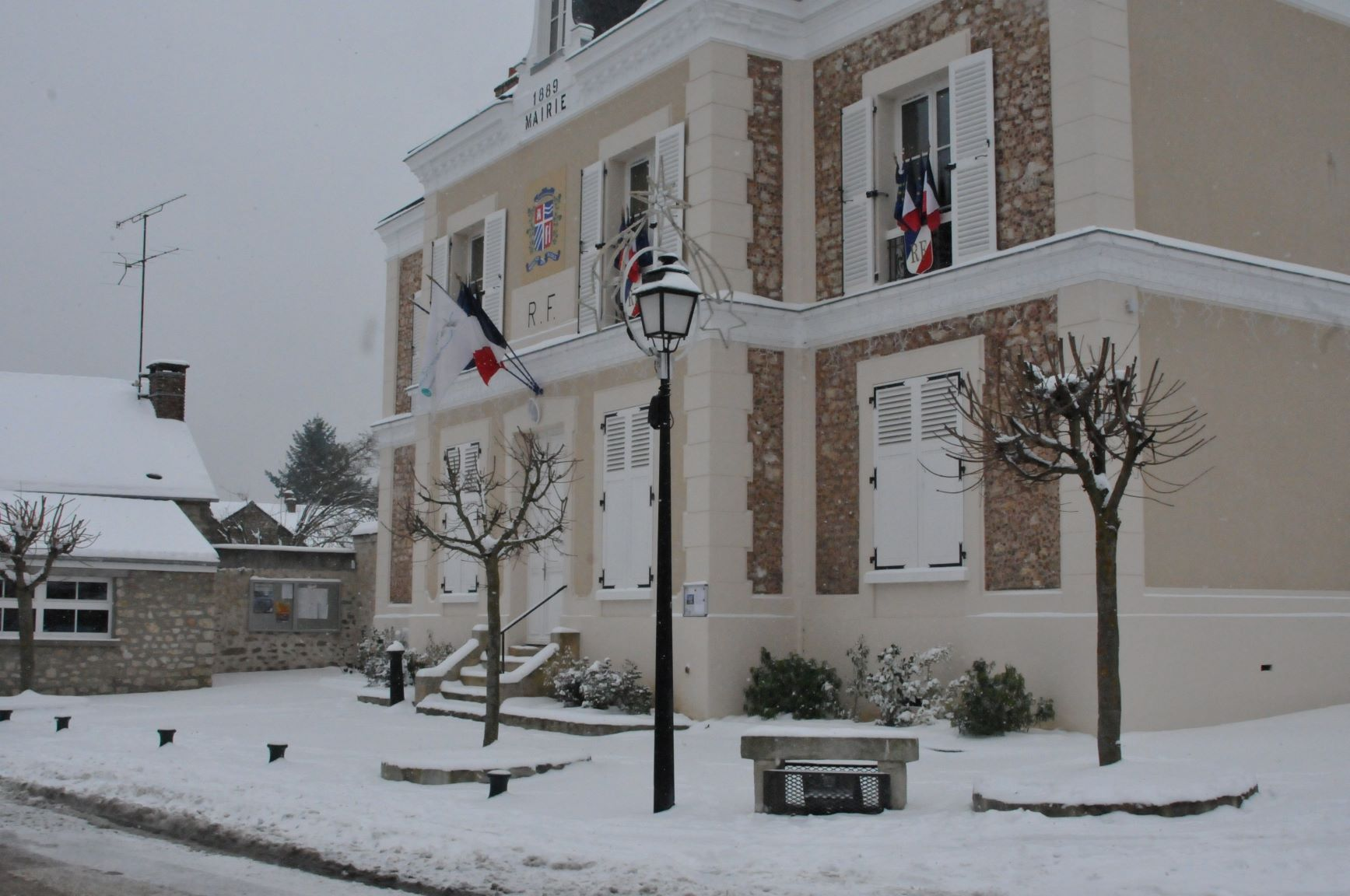 Mairie-4-sous-la-neige
