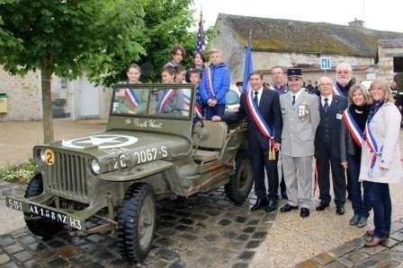 Le CMJ, en jeep, participe au centenaire 14-18