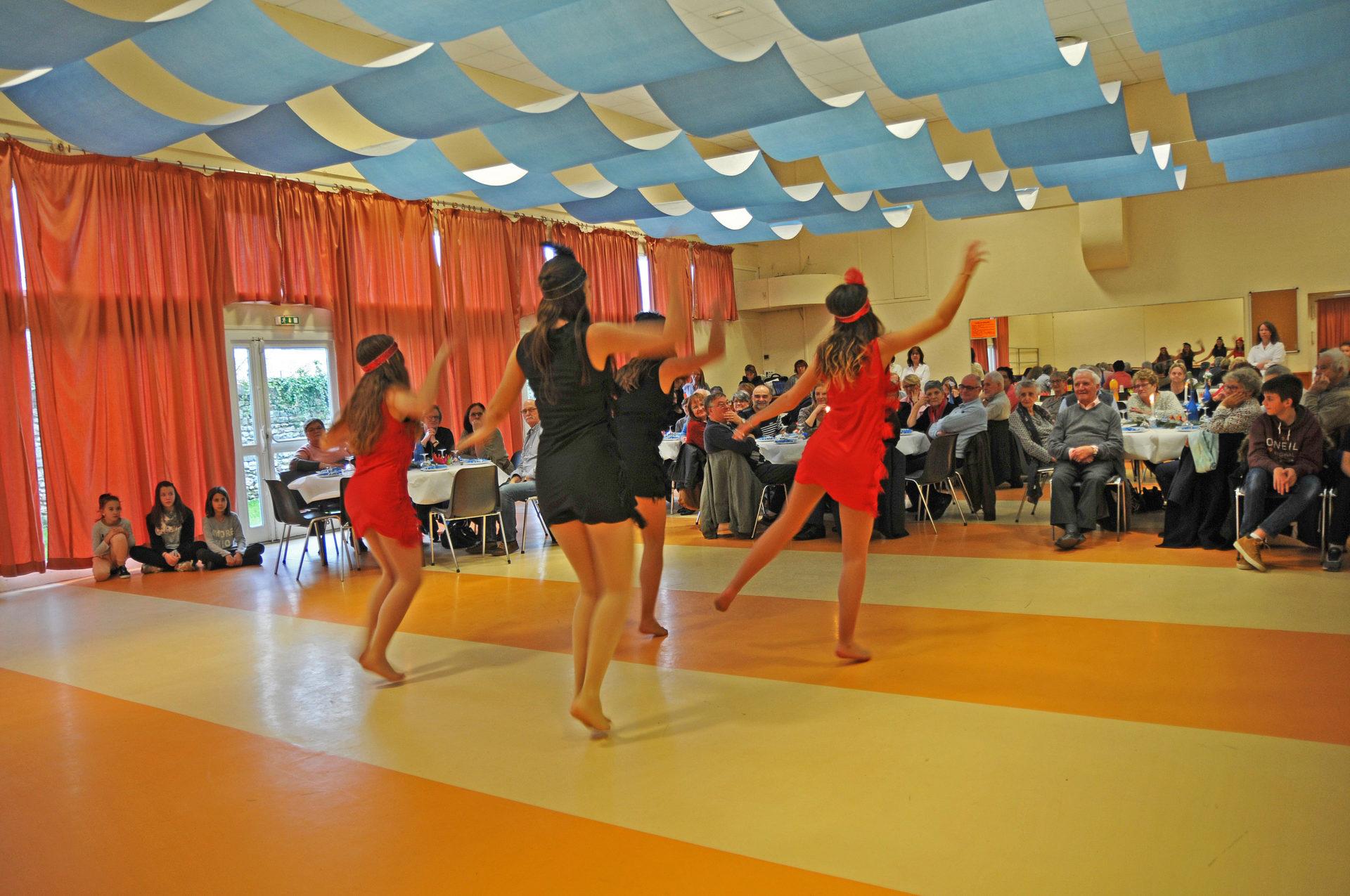 Galette du CCAS avec les danseuses de l'Atelier danse du Foyer rural 2018