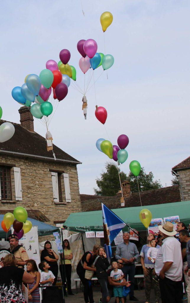 Marché rural animation lâcher de ballon